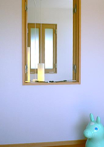 陽だまりの家 吹き抜け窓