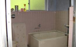 【浴室】タイルやコンクリート壁で冷たく、重いイメージが・・・