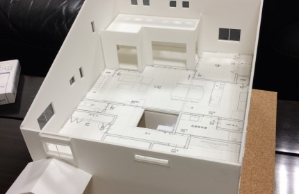 建築模型にて打合せ